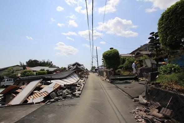 被害が最もひどかった国道28号線の南側。被害がない家の方が少なかった。(リスク対策.com 提供写真)